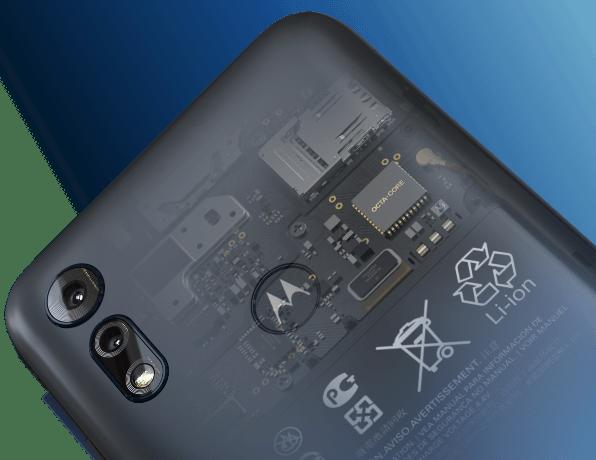 Imagem mostrando os componentes internos do Smartphone Moto E6i Octa-Core 32 GB